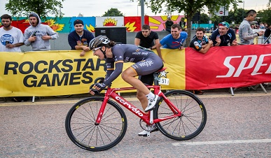 Dani King Rides in to First Place at the Red Hook Crit